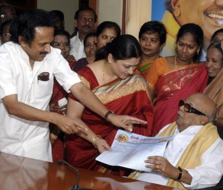 Khushboo-in-DMK-decided-stage-managed