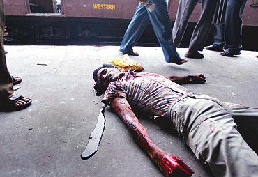 mumbai_blast_mahim_dead_body