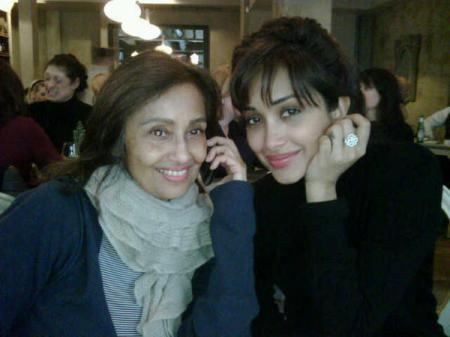 Jiah khan with her mother