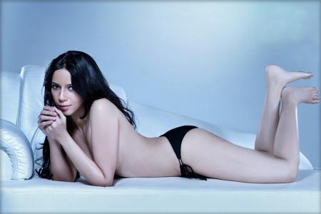 rozlyn Khan 90 percent nude posture