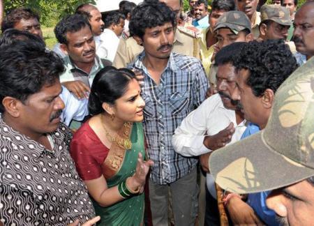 பிஜேபிகாரகளுடன் சண்டை போட்ட குத்து ரம்யா