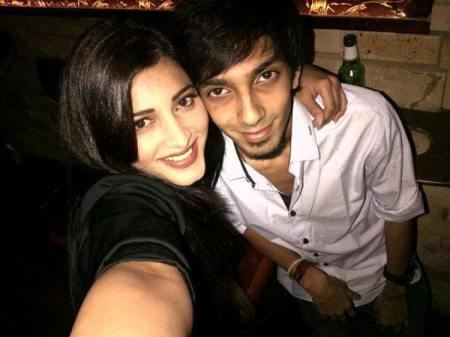 Shruti-haasan-s-late-night-fun-with-anirudh