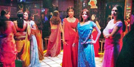 மும்பை நடன பெண்கள்.1