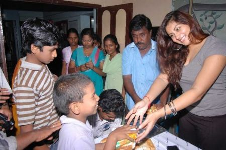 normal_namitha_meets_kids_at_children_welfare_association_6