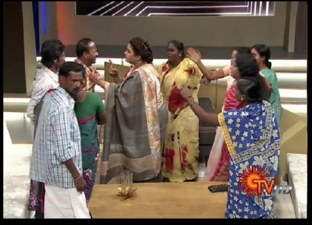 khushboo-plucks-the-collar-of-the-person-on-the-tv-show-fight-scene-sun-tv