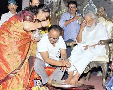 spb-conducted-padapuja-of-jesudass